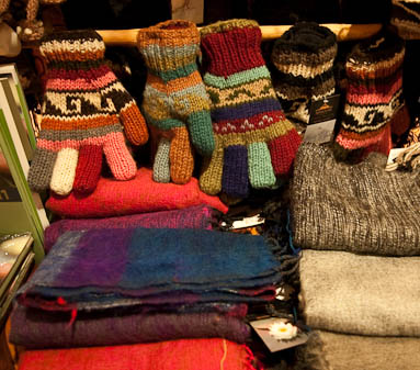 Wool accessories: gloves, hats, socks